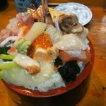 幸寿司 - びっくり丼普通盛り(税込900円)