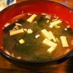 みなと食堂 - 平目えんがわ半々漬丼(味噌汁)