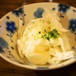 みなと食堂 - 平目えんがわ半々漬丼(小鉢:山芋)