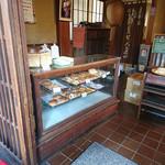 菊見せんべい総本店 - パンもあるよ。