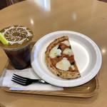 カフェアンドバー バラク - 料理写真:タピオカドリンクのヘーゼルナッツのティー割りとナポリ風マルゲリータ。 合計で税込756円。 うまし。
