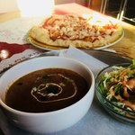 ヒマラヤ キッチン - 料理写真:日替わりカレーのセット。ナンはピーザナンに変更。