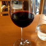 77423507 - グラス赤ワイン