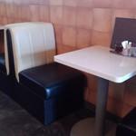 喫茶マンボ - 一人なのでこちらに座ってましたが