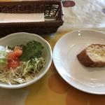 カスタネット - 料理写真:ヴェルデ(メインに+450円+税)のサラダとパン