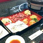 うるま農場 焼肉仙蔵 - ランチタイムは午後2時まで。御膳が人気です。