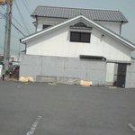 味感 真寿美 - 駐車場から見た店舗