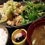 肉と日本酒 ゴッツジェイズ - 鶏唐ねぎまみれ定食(ランチ700円)