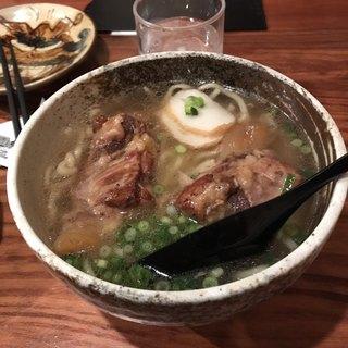 泡盛と沖縄料理 龍泉 ラゾーナ川崎店 - 軟骨ソーキそば。 税抜780円。 美味し。