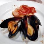 炭火ステーキキッチン&バル - ムール貝のワイン蒸し(取り分けました)