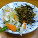 うどん屋まさ - 「漬物・辛子高菜」サービス