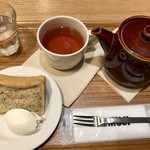 Cafe MUJI - 紅茶のシフォンケーキ&オリジナルブレンドティー