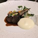 メゾン タテル ヨシノ - 牛頬肉の赤ワイン煮込み 色鮮やかな野菜をまとって