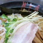 ラーメン雷豚 - かいわれ