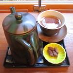 三芳家 - おかわりのほうじ茶!