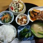 77449185 - (藍)肉定食 鶏の生姜焼 820円