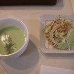 山の麓のレストラン ふれんず - スープとサラダ