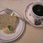 山の麓のレストラン ふれんず - 紅茶のシフォンケーキとコーヒー