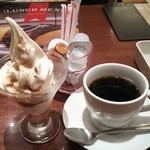 ポムの樹 - デザートのソフトクリームと、ドリンクのホットコーヒー