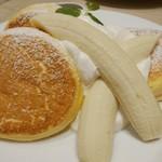 幸せのパンケーキ - バナナホイップパンケーキチョコソース添え1200円