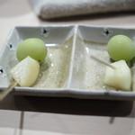 焼鳥 おみ乃 - 洋梨とシャインマスカット