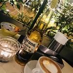 グッドモーニングカフェ - コロナ700円、カプチーノ550円…税別
