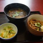 台湾茶 深泉 - ランチ:魯肉飯(ルーローハン)、酸辣湯(サンラータン)、温野菜