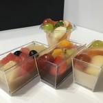 キュダモ - カットフルーツとフルーツ羊羹