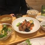 おぼん de ごはん - 豚肉とゴロゴロ野菜の油淋鶏ソース定食