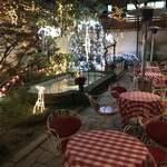 イノダコーヒ - クリスマス仕様のテラス席