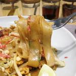 マンゴツリーキッチン パッタイ - 乾麺ではなく生麺を使うのがこの店の特徴