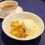 レストラン ストックホルム - 土日祝限定のスモーガスボードランチ(3000円・外税・サ別) りんごとアーモンドの焼き菓子 バニラアイス添え、紅茶