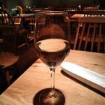 イタリアン&ワイン バル ビアージョ 新宿 - [ドリンク] フロイデ Riebfraumilch (白 グラスワイン)