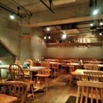 イタリアン&ワイン バル ビアージョ 新宿 - [内観] 店内 テーブル席 ③