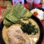 濃厚家 - ラーメン ¥680 & Service 半rice☆