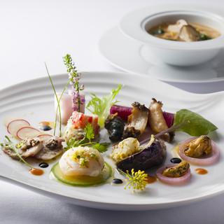 フレンチをベースに軽やかに華やかに、上質で洗練されたお料理