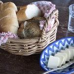 日野水牧場 ファームハウス - 料理写真:自家製のパン