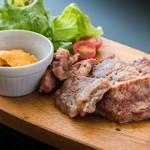 お肉バル UNI - メイン写真: