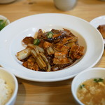 まかないや - 揚げ豆腐と豚肉の辛子味噌煮