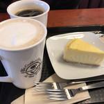 77489472 - カフェラテ、コーヒー、チーズケーキ