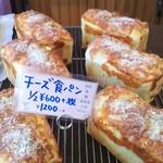 ダーシェンカ・菜 - チーズ食パン