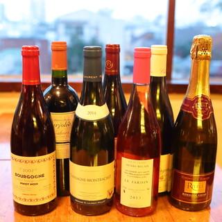 店長が選んだこだわりのワインをお出しします