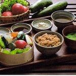じねんや - 料理写真:雑穀のしゅうまいと有機野菜のせいろ蒸し 玄米ご飯とお味噌汁付き 2000円税込み