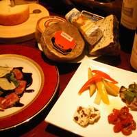 ジャガト カーナ-旬のチーズ、牛腿肉のカルパッチョ、マイヤーズレーズンバター、自家製ピクルス