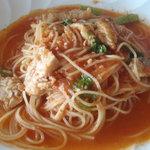 ヨナサルウテ - 鶏肉とからし菜のトマトスパゲッティ。