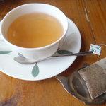 ヨナサルウテ - 食後の紅茶。