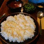 プアハウス - 極辛カレー。ゴマと、チーズと春菊。