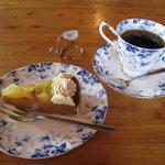 カフェテラスロッジ - 料理写真:ケーキセット(季節のタルト)