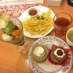 不二家レストラン - 抹茶と黒蜜のミルキーソフトクリームパフェ+ポテト