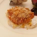 77502739 - 肉厚の鯵に優しいトマトソースとカリカリのパン粉、旬魚のパン粉焼き